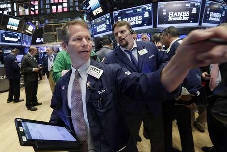 Wall Street baja tras retroceso en bolsas europeas