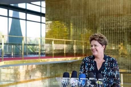 Dilma Rousseff durante entrevista coletiva no Palácio da Alvorada, residência oficial da Presidência