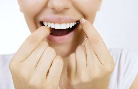 Se o fluxo salivar ou a qualidade salivar estiver em desequilíbrio, a falta do fio dental gerará sérios problemas e um deles pode ser a perda dental