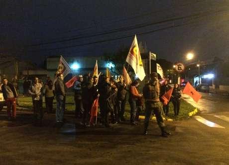 Dilma é recebida por simpatizantes em Porto Alegre