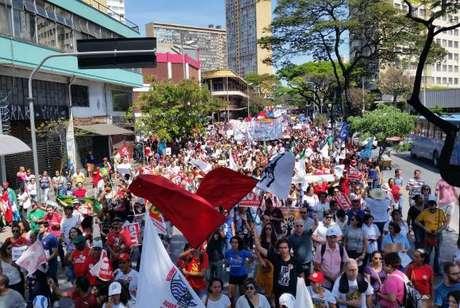 Em Belo Horizonte, manifestantes foram da Praça Raul Soares até a Praça da Estação