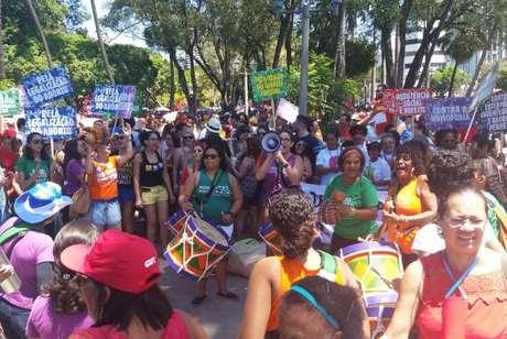 Mulheres dão o tom na percussão durante o Grito dos Excluídos no Recife