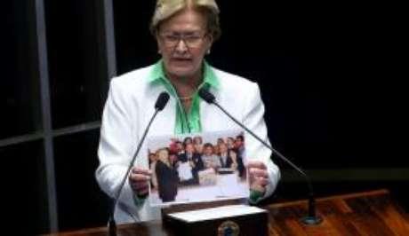 A senadora diz que o MST invadiu a fazenda em retaliação por ela ter votado a favor do impeachment de Dilma