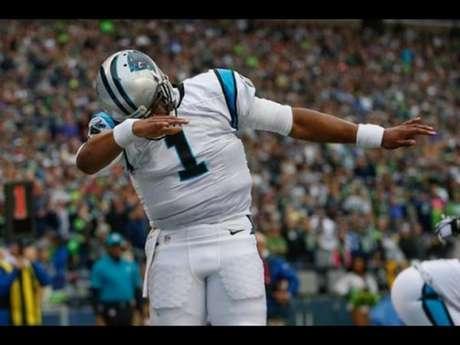 Fera do Carolina Panthers, Cam Newton torna-se o quarterback que mais touchdowns marcou na história da NFL (44) ao correr 1 jarda para o gol contra o Broncos . Porém, amargou mais uma derrota para o rival (Foto: Reprodução)