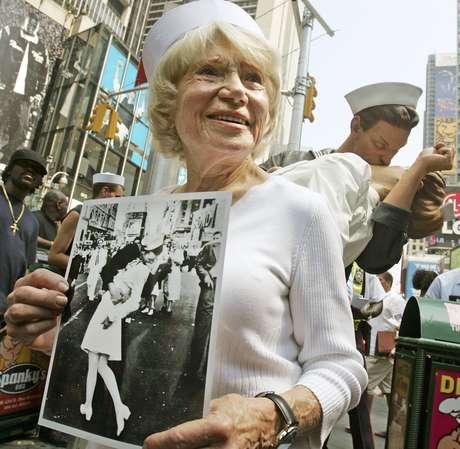 Greta Friedman foi homenageada em 2005 com uma estátua que reproduzia a famosa cena na Times Square, em Nova York