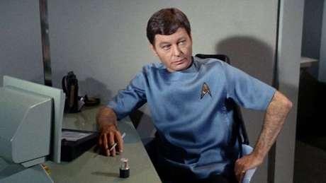 O dr. McCoy usava um aparelho que já previa o diagnóstico por imagens