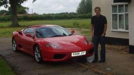 Não são muitos os jovens de vinte e poucos anos que conseguem comprar uma Ferrari