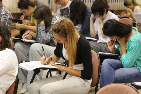 Unesp faz vestibular para mais de 100 mil estudantes neste domingo