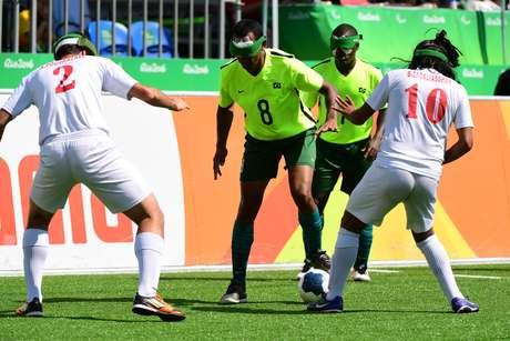 Brasileiro Nonato durante a disputa do jogo Brasil x Irã de futebol 5, no Parque Olimpico da Barra, nesta terça feira
