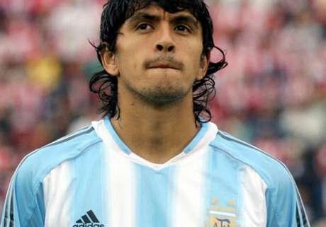 Atlético-PR apresenta o experiente meia argentino Lucho González