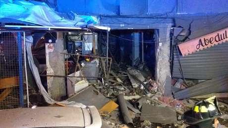 FOTOS | Bomberos investiga explosión en local comercial del barrio Patronato