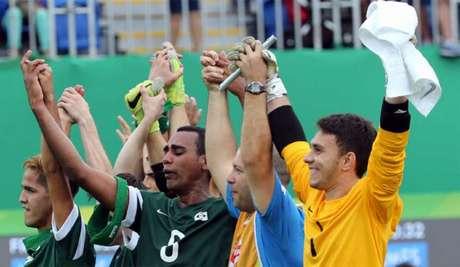 Jogadores brasileiros comemoram a vitória de virada sobre a China (Foto:Divulgação)