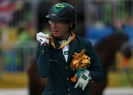 Sergio Oliva celebra a conquista de sua primeira medalha paralímpica (Foto: Cleber Mendes/MPIX/CPB)