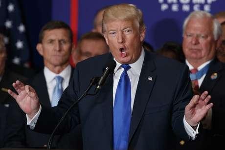 Según su equipo, Trump ahora cree que Obama sí nació en EEUU