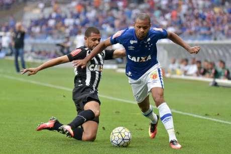 Cruzeiro e Atlético-MG disputaram uma partida bastante disputada no Mineirão (Foto: Andre Yanckous/AGIF)