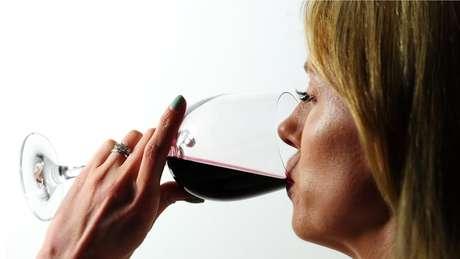Para pesquisador, diferenças no efeito entre homens e mulheres pode se explicar por diferenças na tolerância ao álcool, concentração de álcool no sangue ou fatores sócio-culturais
