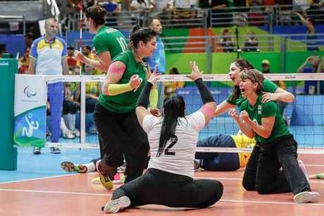 Atletas do vôlei sentado (Foto: Divulgação)