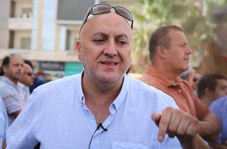 Controverso autor Nahed Hattar é alvejado em frente a tribunal. Ele seria julgado por provocar conflito sectário