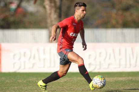 Poupado contra o Palestino, Diego treinou nesta quinta-feira no Ninho do Urubu (Foto:Gilvan de Souza/Flamengo)