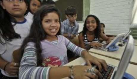 O acesso à internet está disponível nas salas de aula de 43% das escolas públicas urbanas