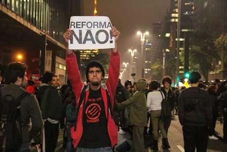 Professores e estudantes participam de protesto contra a reforma do Ensino Médio, na Avenida Paulista