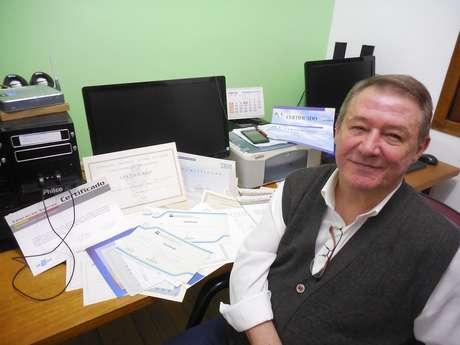 O analista de sistemas disse ter distribuído para de 500 currículos pela internet antes de conseguir novo emprego