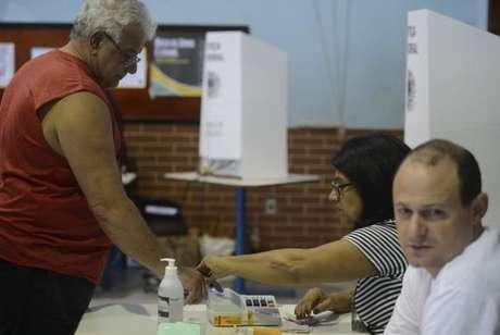 Os mesários convocados ou voluntários têm direitos a alguns benefícios específicos, como a vantagem nos critérios de desempate em concursos públicos da Justiça Eleitoral