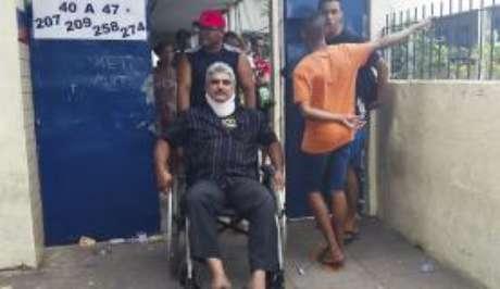 Recife - O auxiliar de cozinha Edmilson de Almeida Moura, 48 anos, poderia justificar o voto, mas fez questão de comparecer