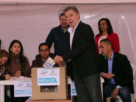 Juan Manuel Santos, presidente da Colômbia, durante votação no referendo sobre acordo de paz com as Farc