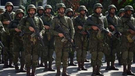 A ação militar precisa ser aprovada previamente pelos governadores, e o controle da operação cabe ao Ministério da Defesa.