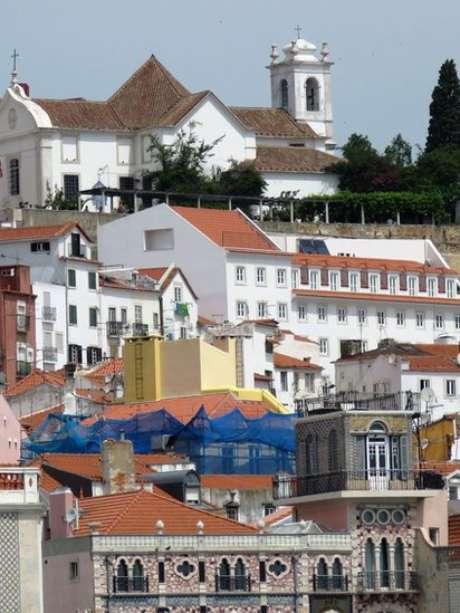 Cenas de reforma se tornaram comuns nos prédios do centro histórico de Lisboa