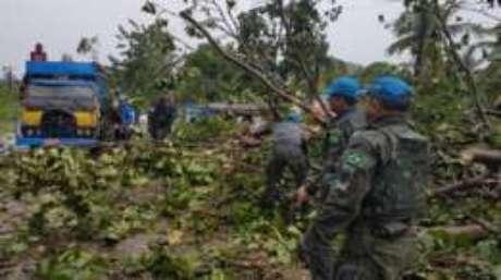 Fuzileiros navais tentam reabrir estradas para chegar a cidades isoladas no sul do Haiti