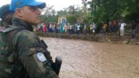 Fuzileiros foram posicionados em Miragoane, no sul, antes da passagem do furacão Mathew