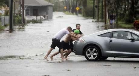 Por huracán Matthew vuelos hacia Florida siguen cancelados