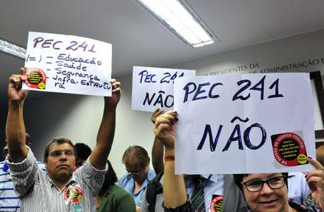 Manifestantes contra a PEC 241/16