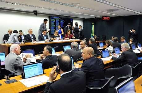 Comissão Especial Novo Regime Fiscal  da Câmara dos Deputados (PEC 241/16).