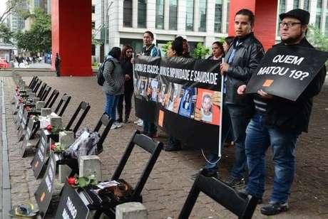 Famílias das vítimas das chacinas nas cidades de Osasco, Itapevi e Barueri, fazem ato no vão-livre do Masp