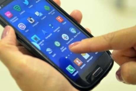 Telefone celular continua sendo o principal meio usado pelo público com menos de 18 anos para se conectar, sendo utilizado por 83%