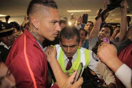 Delantero peruano Paolo Guerrero anticipa el clásico con la 'Roja':