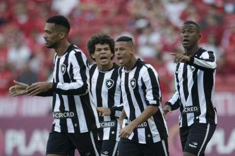 Botafogo 1 x 0 Internacional. Veja melhores momentos da vitória botafoguense