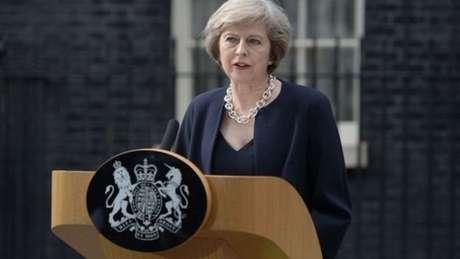 Anúncio de Stugeon foi interpretado como um alerta à premiê britânica, Theresa May