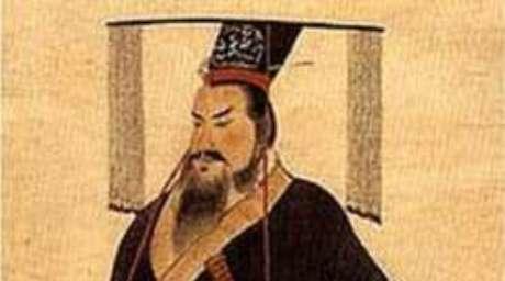 Qin Shi Huang viveu entre 259-210 a.C. e se tornou o Primeiro Imperador da China.