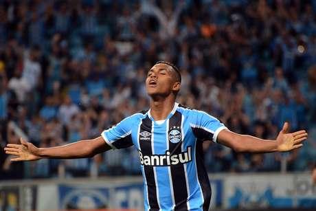 Pedro Rocha comemora seu gol