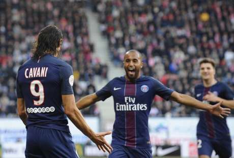 Lucas e Cavani voltaram a marcar pelo Francês (Foto: JEAN-CHRISTOPHE VERHAEGEN/AFP)