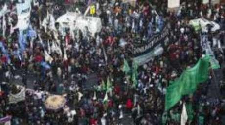 Argentinos protestam contra Macri em Buenos Aires