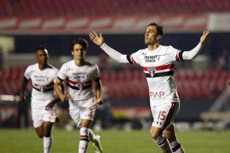 João Schmidt comemora gol contra o Fluminense no Morumbi no primeiro turno (Foto: Eduardo Viana)