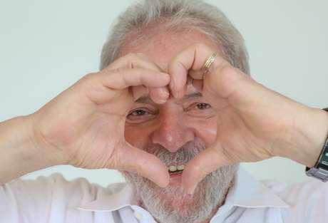 """Segundo o levantamento, 30% dos entrevistados afirmaram que votariam em Lula """"com certeza"""" no pleito do no que vem."""