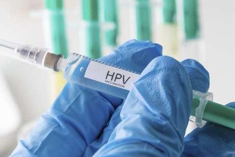 A partir do ano que vem os meninos vão ser incluídos na campanha de vacinação contra o HPV, segundo Ministério da Saúde