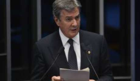 Senador Fernando Collor de Mello em discurso no Senado