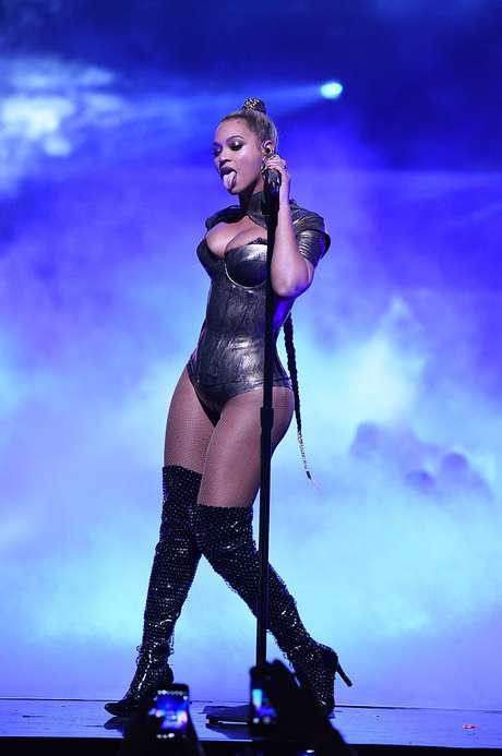 Beyoncé parece una bailarina exótica a veces.